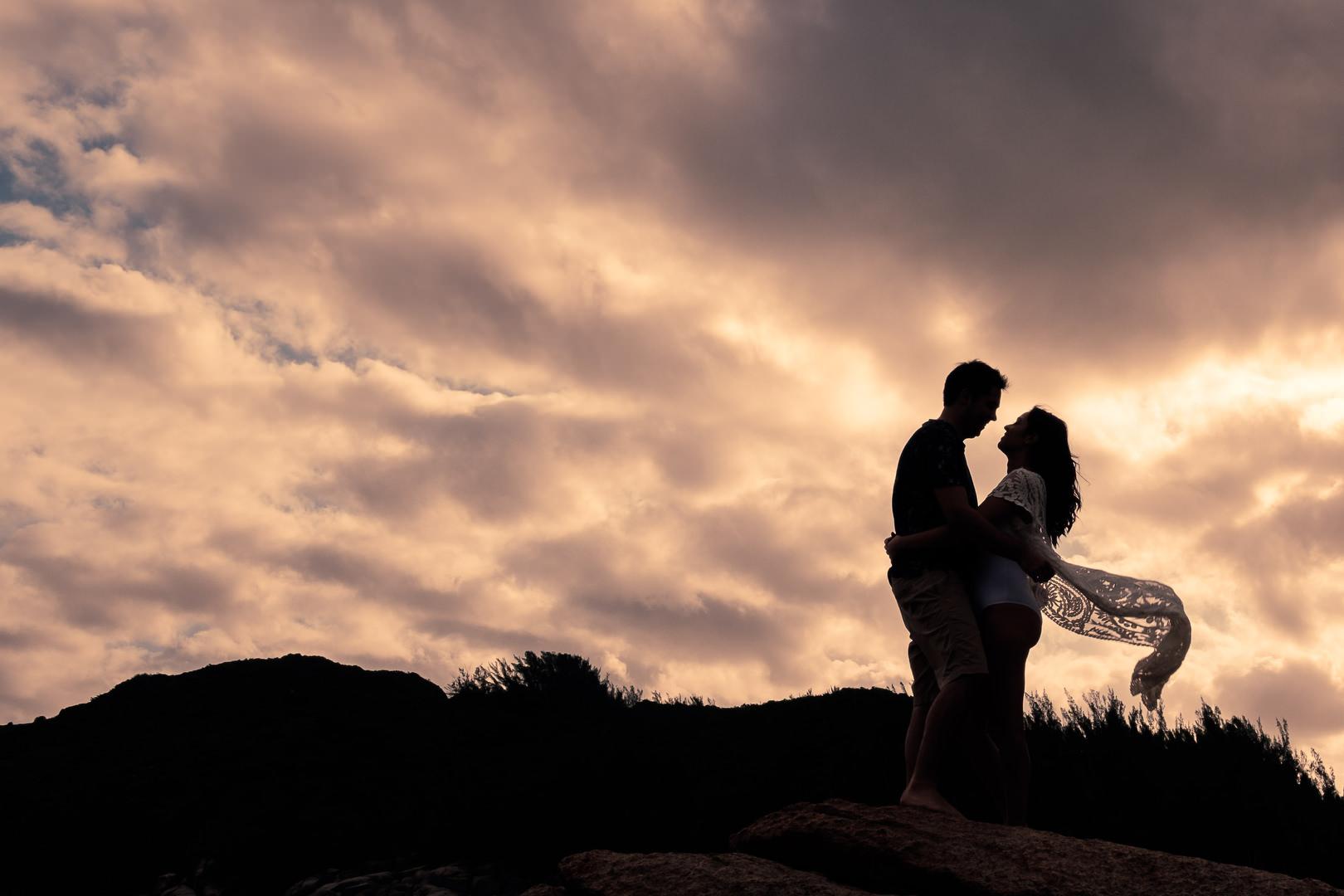 Pré wedding na Praia da Barra: Tamires + Eduardo ensaio casal  pre wedding em garopaba Light Painting ensaio na praia ensaio casal na praia ensaio casal em Garopaba book casal na prai de garopaba